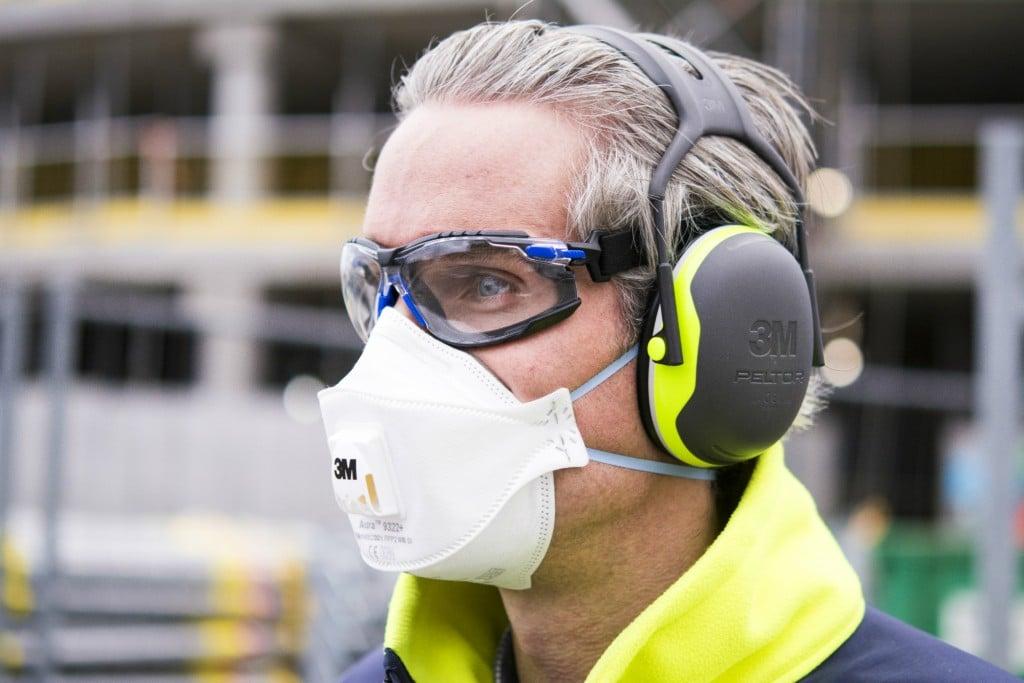 3M Eyewear Solus and 3M Respirator 9322A+ Hero Shot